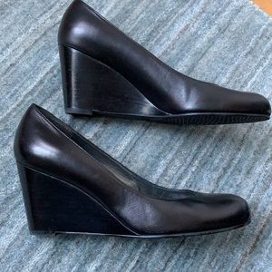 Stuart Weitzman Black Leather Round Toe Wedge 8.5
